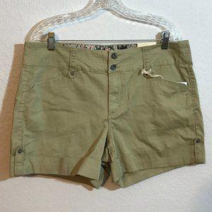One5One NWT Khaki Cuffed Stretch Tabbed Shorts
